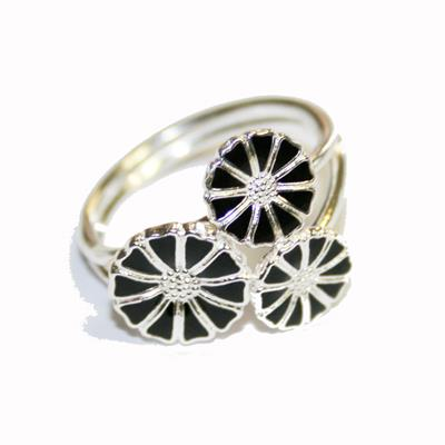 Buy Lund Silver Daisy Cluster Ring size 53